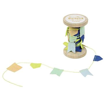 MeriMeri  BLUE GARLAND ON WOODEN SPOOL