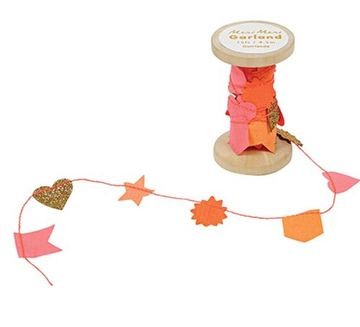 Meri Meri PINK GARLAND ON WOODEN SPOOL